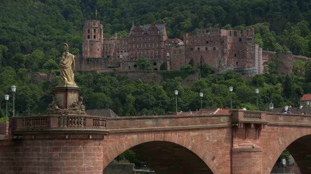vidéos et rushes de castle and old bridge, heidelberg, baden-wurttemberg, germany, europe - xiiième siècle