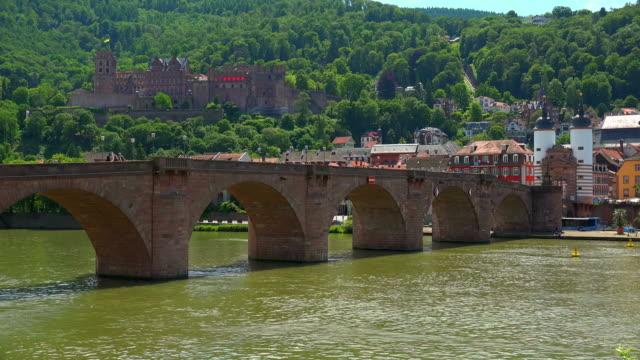castle and old bridge over neckar river - ハイデルベルク点の映像素材/bロール