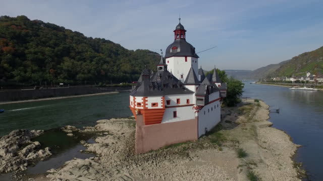 castle ehrenfels - hügelkette stock-videos und b-roll-filmmaterial