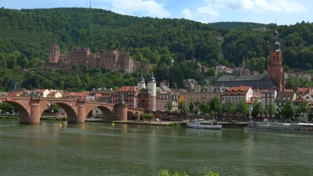 vidéos et rushes de castle, old bridge and bridge gate, neckar river, heidelberg, baden-wurttemberg, germany, europe - xiiième siècle