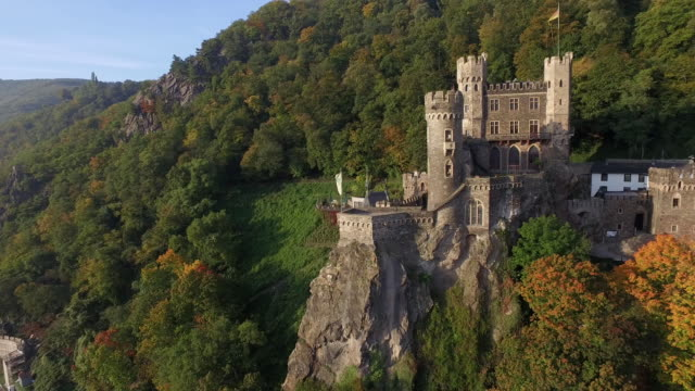 castle rheinstein - rhein stock-videos und b-roll-filmmaterial
