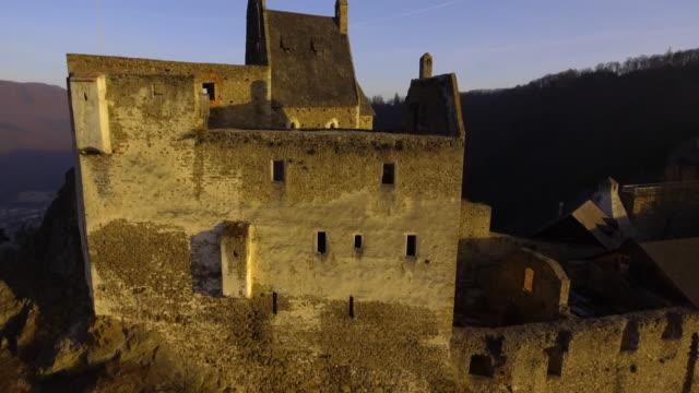 castle ruins of aggstein - wachau (aerial shot 4k) - österreich stock-videos und b-roll-filmmaterial