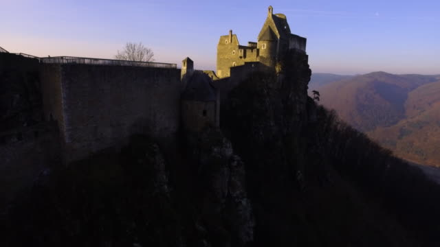 castle ruins of aggstein - wachau (aerial shot 4k) - river danube video stock e b–roll