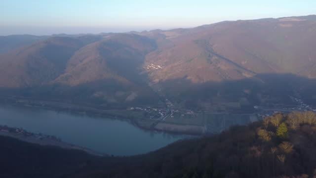 castle ruins of aggstein - wachau (aerial shot 4k) - donau stock-videos und b-roll-filmmaterial