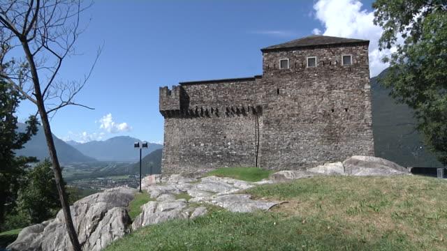vidéos et rushes de castle sasso corbaro - château