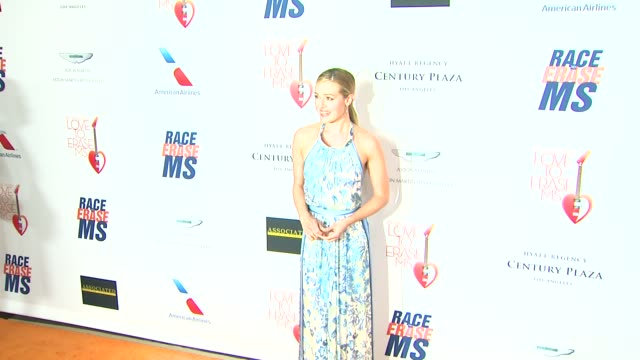 vidéos et rushes de cat deeley at the 20th annual race to erase love to erase on 5/3/13 in los angeles, ca . - gomme