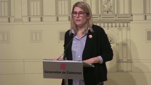 vídeos de stock, filmes e b-roll de catalan government spokeswoman elsa artadi says there have been several arrests following a tense day of protests against a spanish government... - moving activity