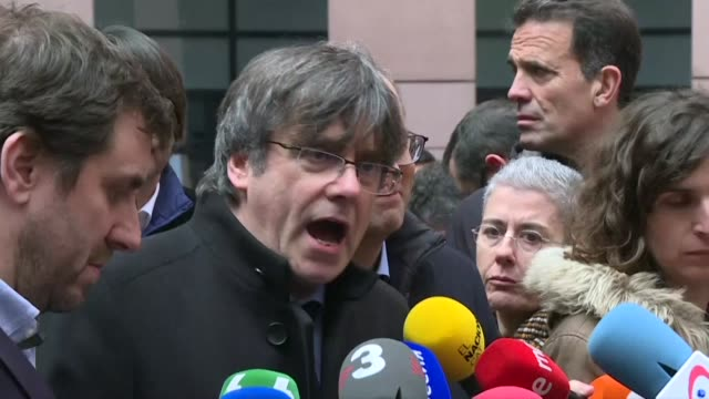 vídeos de stock e filmes b-roll de catalan leader carles puigdemont says spain does not respect the rule of law of europe in regard to jailed pro independence leader oriol junqueras... - independência