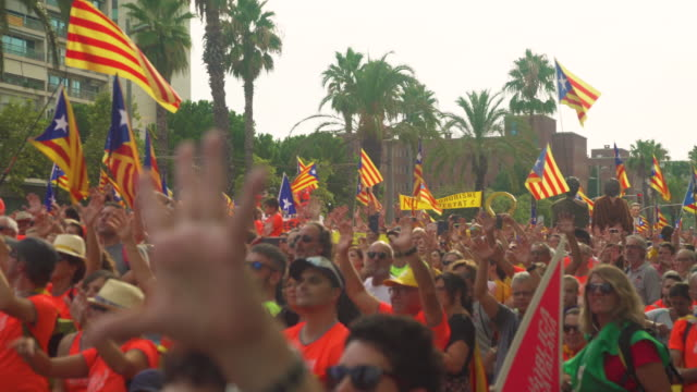vidéos et rushes de catalonia demonstration movement for the independence from spain. barcelona during 11 september 2018, catalan national day - indépendance