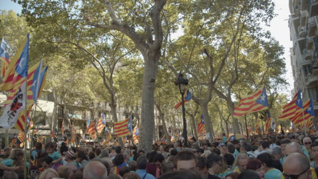 vídeos de stock e filmes b-roll de catalonia demonstration movement for the independence from spain. barcelona during 11 september 2019 at barcelona. catalan national day - independência