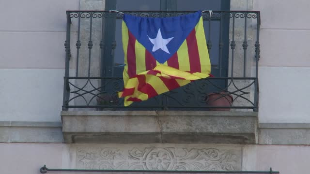 catalonia has promoted its language and popular culture since the 1980s cultivating a sense that it is different from the rest of spain which has now... - sense stock-videos und b-roll-filmmaterial