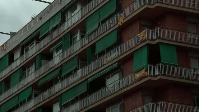 Last day of campaigning in regional elections Catalan flag and 'Si' banner hanging from balcony Catalan and Spanish flags displayed on block of flats...