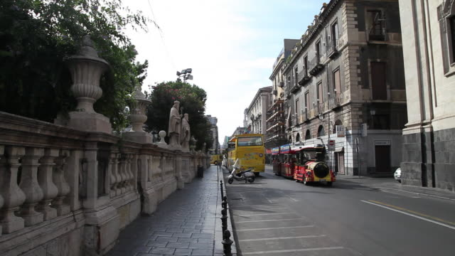 catania, view of the street near the cathedral (duomo) of saint agatha, one of the masterpieces of the baroque style in sicily - baroque点の映像素材/bロール