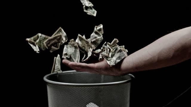 SLO MO Catching money