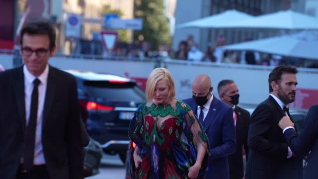 cate blanchett arrives on the red carpet ahead of the closing ceremony red carpet arrival at the 77th venice film festival on september 12, 2020 in... - ケイト・ブランシェット点の映像素材/bロール