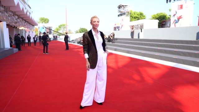 cate blanchett arrives on the red carpet ahead of the 'khorshid ' screening during the 77th venice film festival on september 06, 2020 in venice,... - ケイト・ブランシェット点の映像素材/bロール
