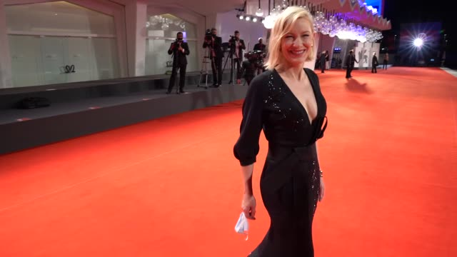 stockvideo's en b-roll-footage met cate blanchett arrives on the red carpet ahead of the 'spy no tsuma ' screening during the 77th venice film festival on september 09, 2020 in venice,... - filmfestival