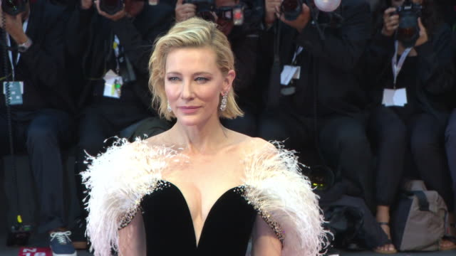 cate blanchett at 'a star is born' red carpet arrivals 75th venice film festival on august 31, 2018 in venice, italy. - ケイト・ブランシェット点の映像素材/bロール