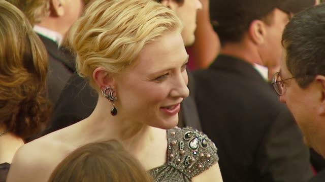 vídeos de stock, filmes e b-roll de cate blanchett at the 2007 academy awards arrivals at the kodak theatre in hollywood california on february 25 2007 - cabelo preso