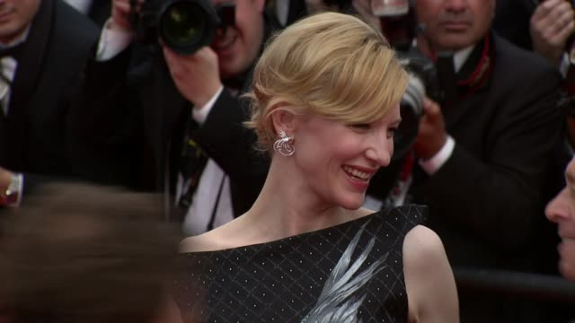 cate blanchett at the robin hood red carpet: cannes film festival 2010 at cannes . - ケイト・ブランシェット点の映像素材/bロール