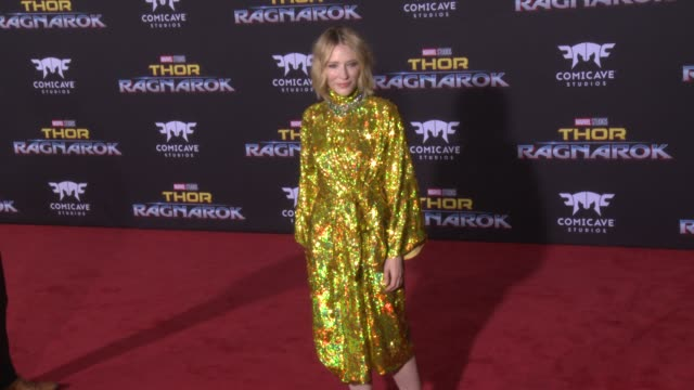 """cate blanchett at the """"thor: ragnarok"""" premiere at the el capitan theatre on october 10, 2017 in hollywood, california. - ケイト・ブランシェット点の映像素材/bロール"""
