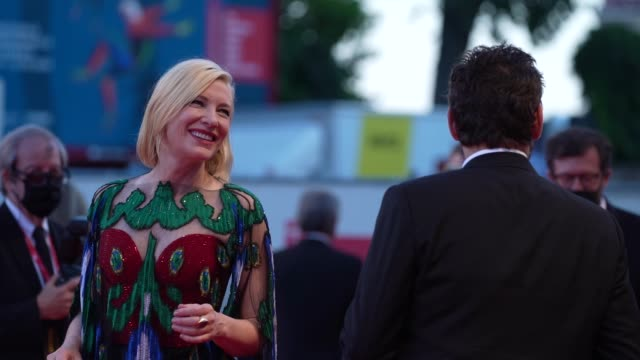 cate blanchett, matt dillon arrives on the red carpet ahead of the closing ceremony red carpet arrival at the 77th venice film festival on september... - ケイト・ブランシェット点の映像素材/bロール