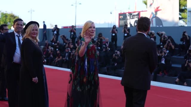 cate blanchett, matt dillon arrives on the red carpet ahead of the closing ceremony red carpet at the 77th venice film festival on september 12, 2020... - ケイト・ブランシェット点の映像素材/bロール