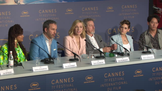 cate blanchett on the influence of jean-luc godard at jury press conference - the 71st annual cannes film festival on may 8, 2018 in cannes, france. - ケイト・ブランシェット点の映像素材/bロール