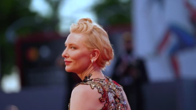 stockvideo's en b-roll-footage met cate blanchett walks the red carpet ahead of the amants red carpet during the 77th venice film festival at sala darsena on september 03 2020 in... - filmfestival