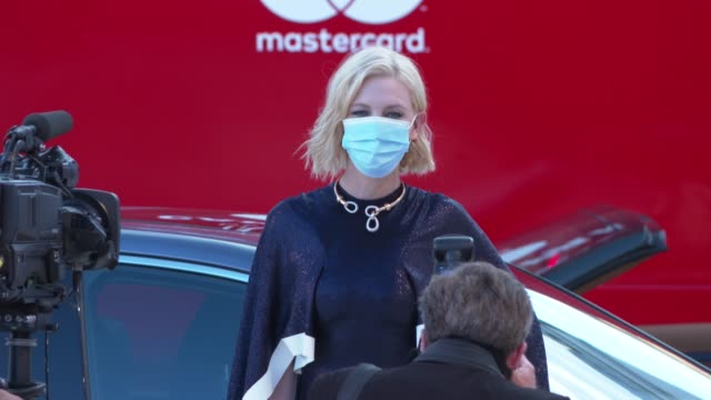 cate blanchett walks the red carpet ahead of the opening ceremony and the lacci screening during the 77th venice film festival at sala grande on... - ケイト・ブランシェット点の映像素材/bロール