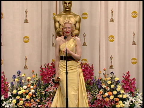 cate blanchett, winner best actress in a supporting role for 'the aviator' at the 2005 annual academy awards at the kodak theatre in hollywood,... - academy awards stock videos & royalty-free footage