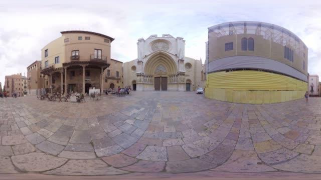 vídeos de stock e filmes b-roll de catedral tarragona barcelona - panorama equiretangular