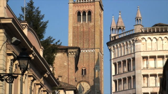 cu zo ms cathedral and baptistery, piazza del duomo in foreground, parma, italy - parmigiano video stock e b–roll