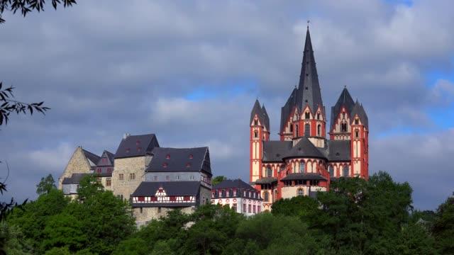 vídeos de stock e filmes b-roll de cathedral and landgrave castle, limburg an der lahn, westerwald, hesse, germany, europe - circa 13th century