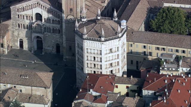 cattedrale battistero-vista aerea-emilia-romagna, provincia di parma, parma, italia - parmigiano video stock e b–roll