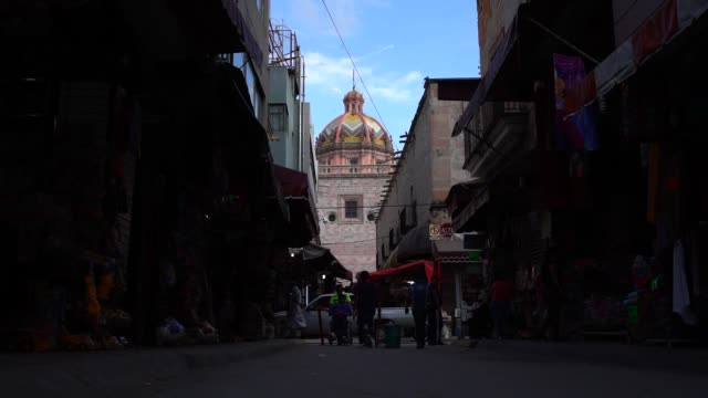 cathedral basilica of nuestra señora of san juan de los lagos located in jalisco state, one of the most visited churches by catholics in mexico... - 奇跡点の映像素材/bロール