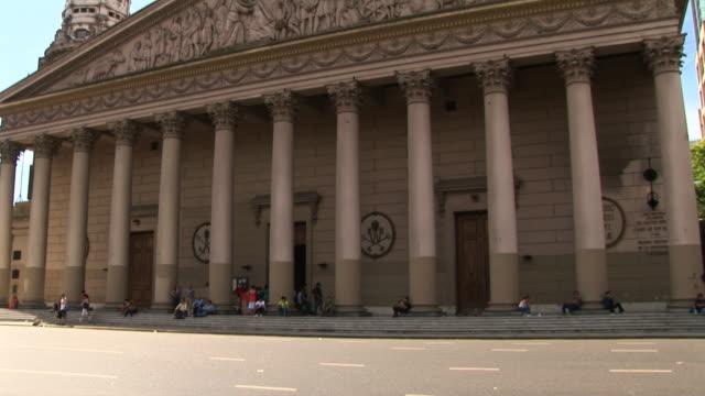vídeos de stock e filmes b-roll de ws tu cathedral, buenos aires, argentina - frontão triangular