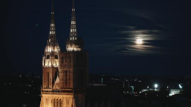 stockvideo's en b-roll-footage met kathedraal van zagreb in de nacht met maanlicht - bovenste deel