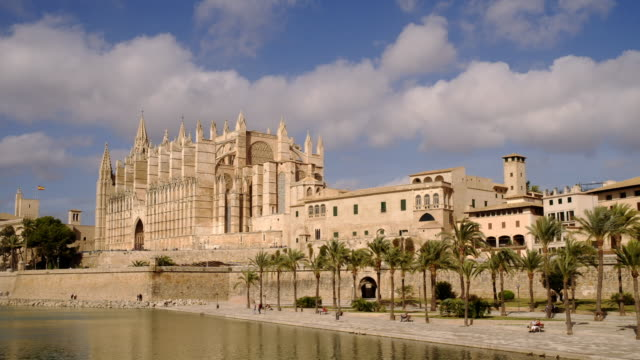 cathedral mallorca - kathedrale stock-videos und b-roll-filmmaterial