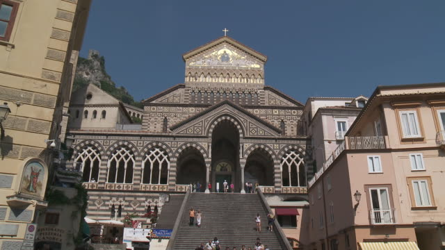 ws cathedral of duomo di sant andrea / amalfi, campania, italy - cathedral stock videos & royalty-free footage