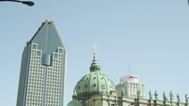 vídeos y material grabado en eventos de stock de ms td cathedral of marie-reine-du-monde /  montreal, quebec, canada - frontón característica arquitectónica