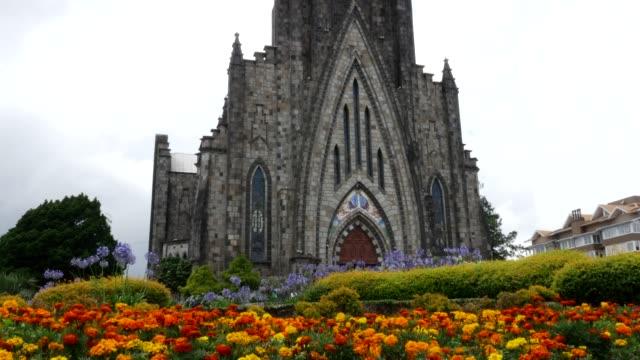 ブラジル リオグランデ・ド・スル州カネラのルルド聖母大聖堂 - リオグランデドスル州点の映像素材/bロール