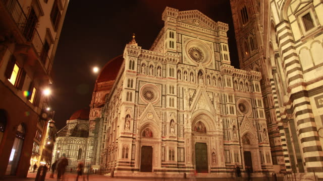 cathedral of santa maria del fiore at night / florence, italy - florenz stock-videos und b-roll-filmmaterial