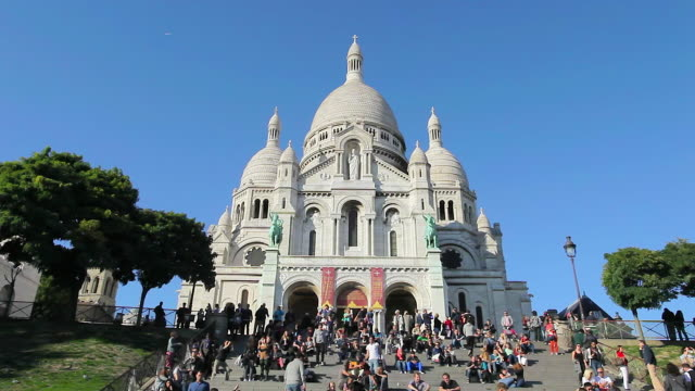 cathedral sacre coeur in montmarte paris - basilique du sacre coeur montmartre stock videos & royalty-free footage