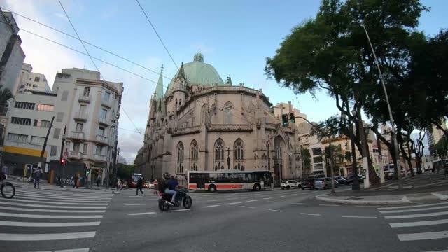 vídeos de stock, filmes e b-roll de sé cathedral, são paulo - brazil - crossing