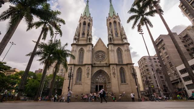 vídeos de stock, filmes e b-roll de sts_sp_centro_007 sé cathedral - praça
