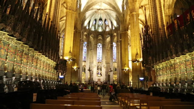 cathedral (cathedral of santa eulalia), view of the choir seats, barcelona, spain - ゴシック地区点の映像素材/bロール