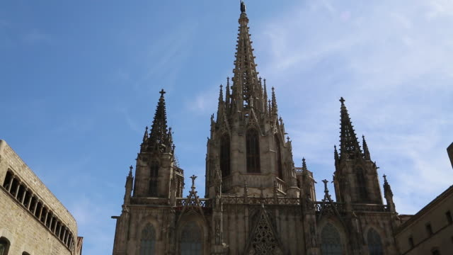 cathedral (cathedral of santa eulalia), view of the main facade, barcelona, spain - ゴシック地区点の映像素材/bロール