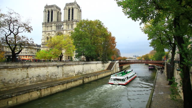 cathedrale notre dame, the seine river and river boats, paris, france - circa 14th century stock videos & royalty-free footage