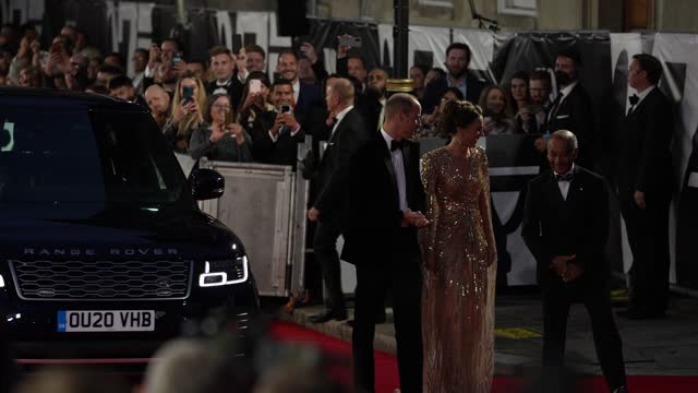 """catherine, duchess of cambridge, prince william attend the """"no time to die"""" world premiere at royal albert hall on september 28, 2021 in london,... - première stock-videos und b-roll-filmmaterial"""